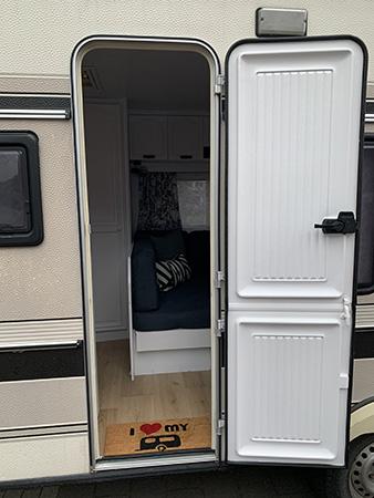 Een kijkje in de caravan van Nils en Nicole