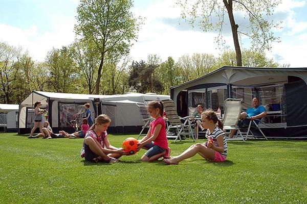 Camping met leeftijd velden
